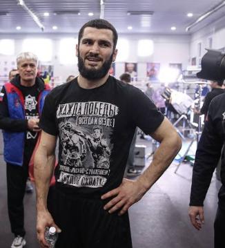Артур Бетербиев - боксер