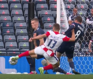Влашич забил первый гол в матче с Шотландией
